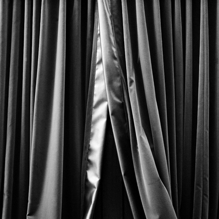 Black and White, Curtains